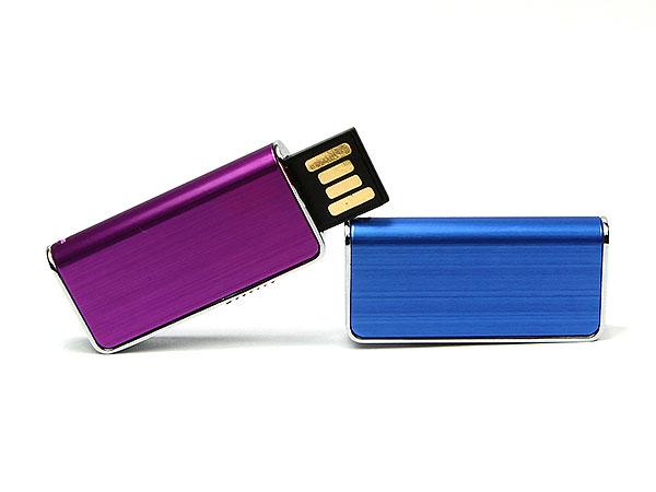 Kleiner USB-Stick aus Aluminium. Mit einem Firmenlogo bedruckbar