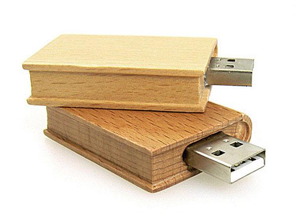 USB Stick aus Holz mit Logo, große hölzerne Druckfläche des Sticks