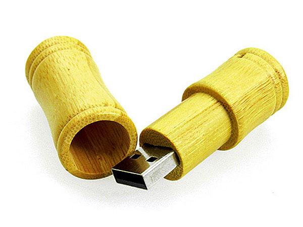 Runder USB Stick aus Holz mit Logo und Bambus Optik