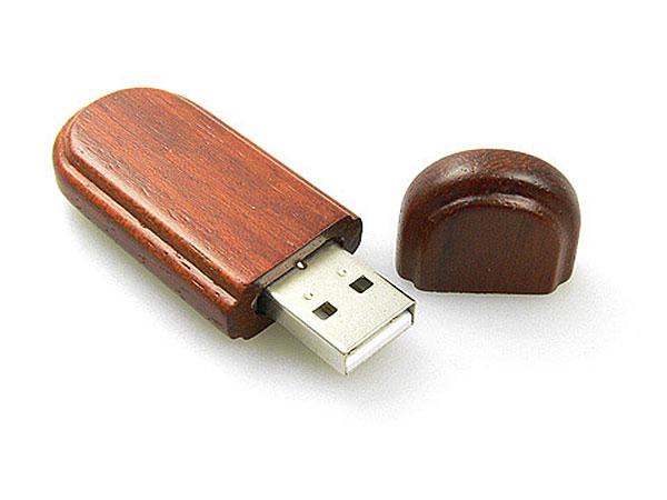 USB Stick aus Holz mit Logo und abgerundeten Ecken
