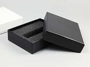 Verpackung mit Stuelpdeckel, geeignet für USB-Sticks