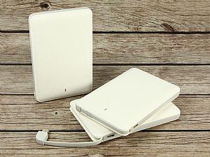 PowerCard Leather Powerbank, schlichter & leichter weißer mobiler Akku im Kartenformat