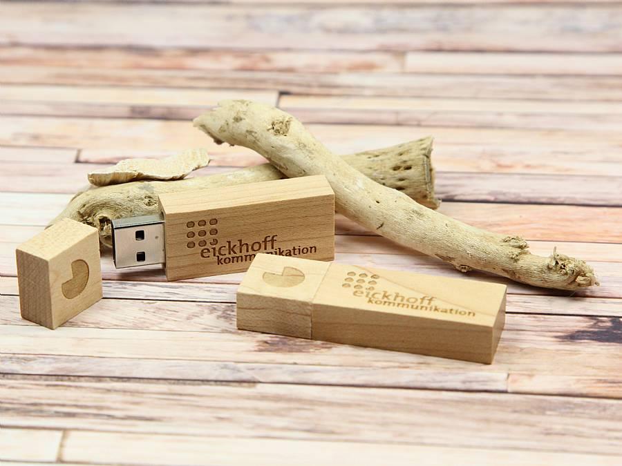 fotos von usb sticks bedruckt mit logo als werbegeschenk mit lasergravur. Black Bedroom Furniture Sets. Home Design Ideas