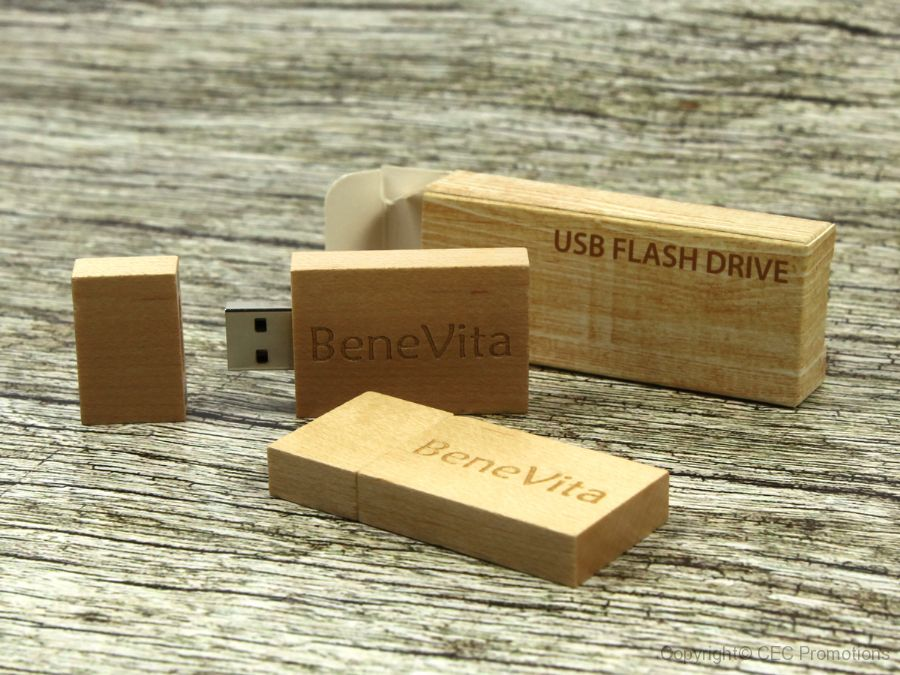 usb stick holz hell natur logo verpackung