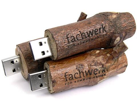 Holz USB-Stick echter Ast Baumstamm wood logo gravur gravieren Geschenkartikel braun