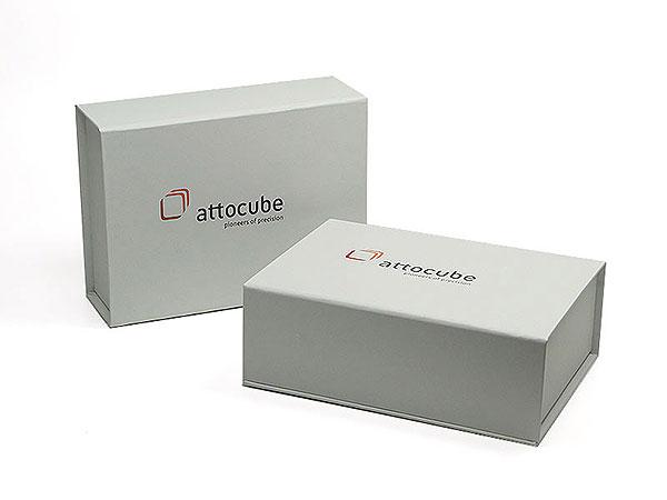 Individuelle Geschenkverpackung weiss attocube, Individuelle Klappbox