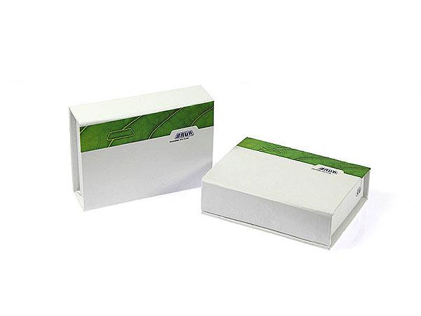 Kleine Geschenkbox Magnetverschluss weiss bedruckt, Individuelle Klappbox