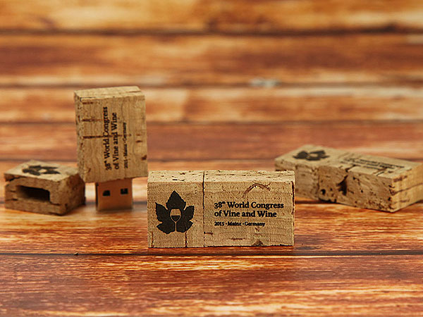 wein korken kork graviert gravur winzer weinbauer trauben lese
