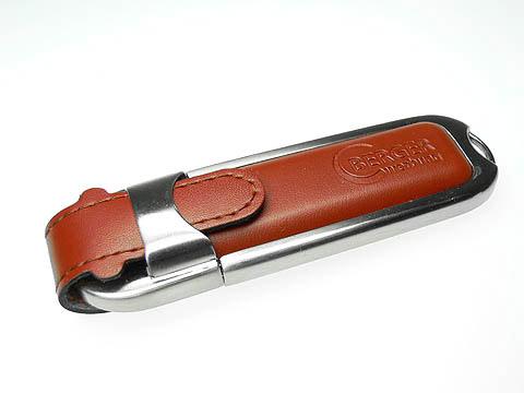 Leder-USB-Stick braun gepraegt Logo, Leder.02