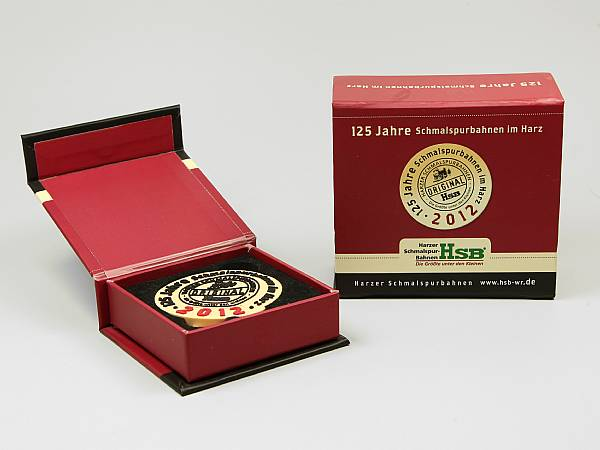 geschenkverpackung box rot kasino logo farbig.JPG