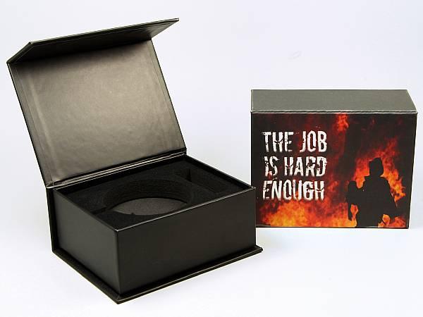 geschenkverpackung box schwarz logo druck farbig.JPG