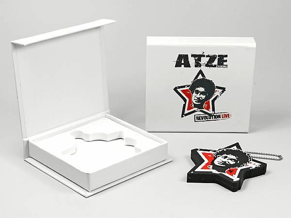 geschenkverpackung box weiss comedy logo.JPG