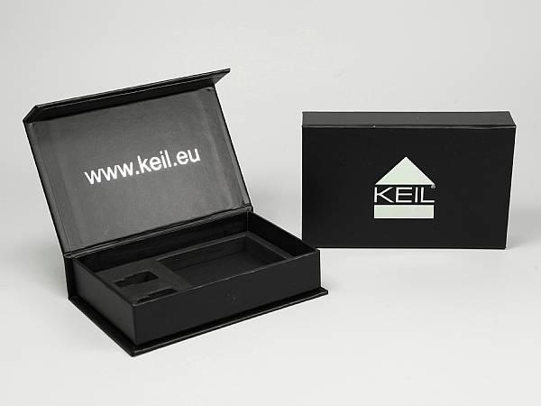 geschenkverpackung schachtel box schwarz logo silber