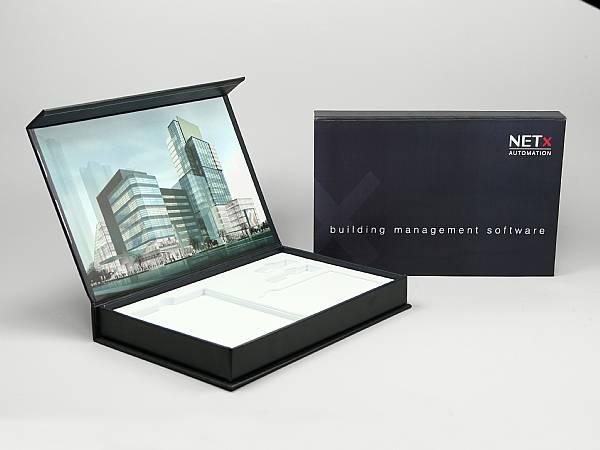 geschenkverpackung schwarz box bedruckt logo