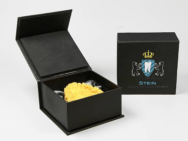 geschenkverpackung schwarz zahn gebiss logo farbig.JPG