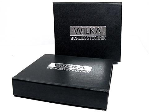 K01-Magnet-Klappbox schwarz silber-geprägt, K01 Magnetklappbox