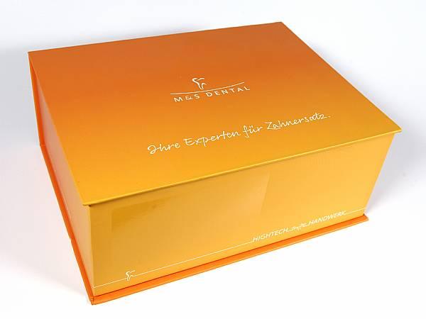 klappbox buchform magnet verpackung box logo