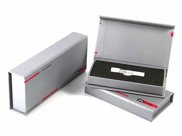 klappbox geschenkverpackung verpackung grau silber logo aufdruck bedrucken usb stick