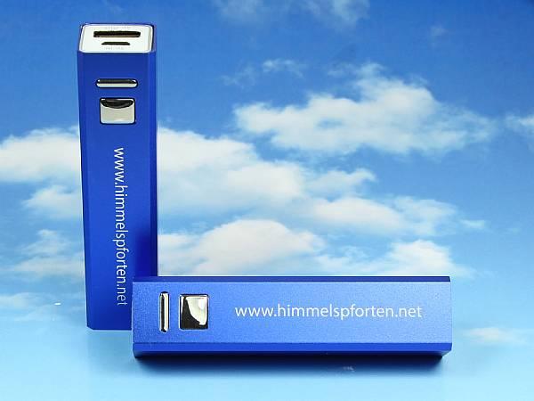 Powerbank mobiler akku metall blau unterwegs