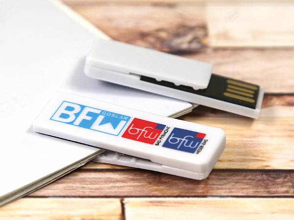 USB Stick aus Kunststoff mit Klammer