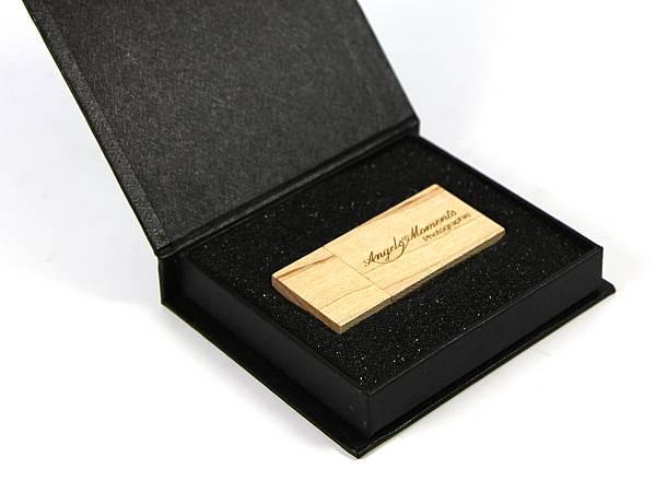 usb stick holz hellbraun eckig schlicht logo verpackung schwarz edel