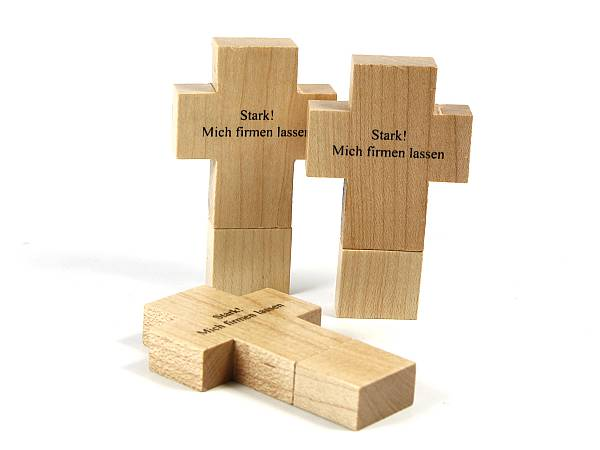 referenzbilder holz usb stick in kreuzform usb stick. Black Bedroom Furniture Sets. Home Design Ideas
