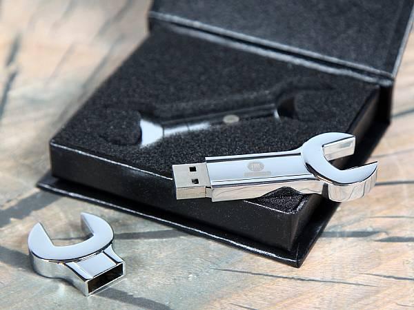 usb stick schraubenschluessel glanz metall handwerk beruf logo gravur
