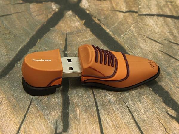USB Kleidung, Bekleidung als USB-Stick, Schuhe, T-Shirts