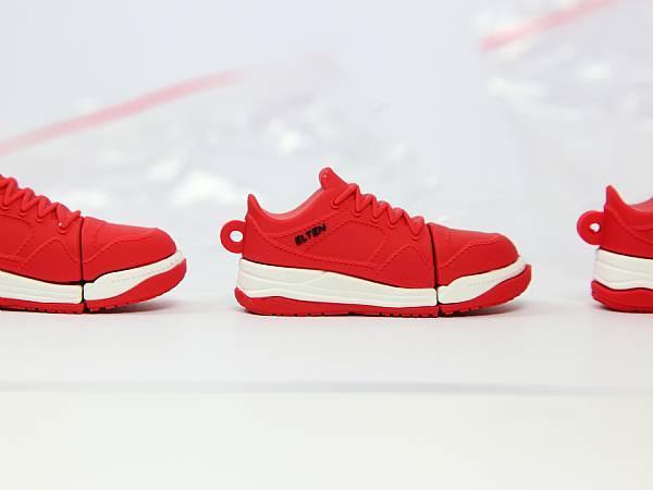usb stick schuh sportschuh sneaker rot logo schwarz