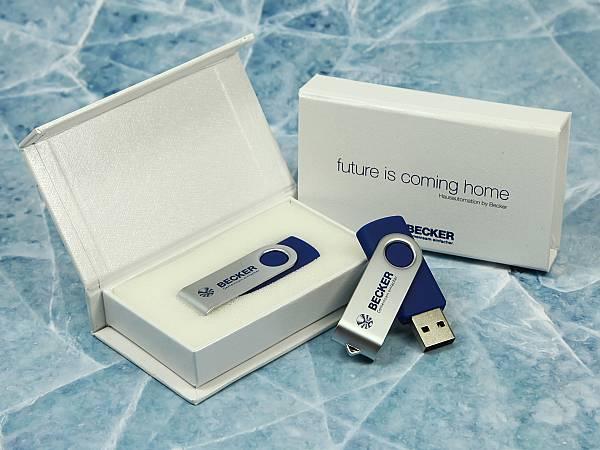 usb stick twister blau silber metall drehbar logo verpackung weiss