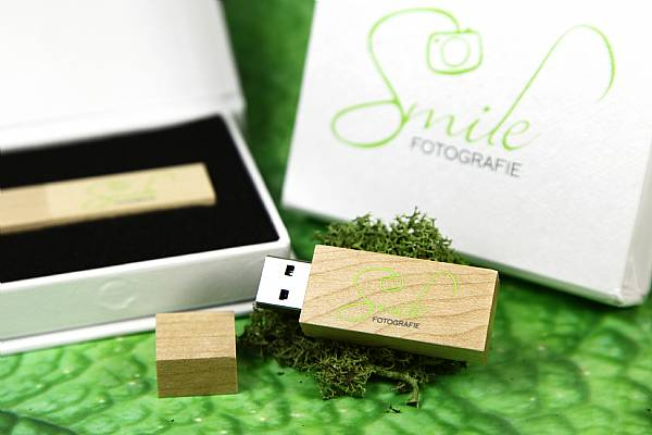 usb stick verpackung holz hell natur edel werbung