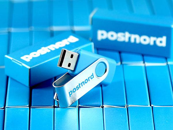 postnord usb-stick und verpackung aus einem guß faltschachtel ci design logo bedruckt