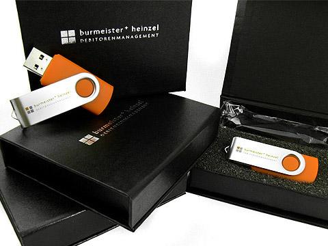 USB-Stick orange mit Verpackung schwarz, Metall.01