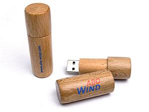 Runder USB Stick aus Holz mit Logo
