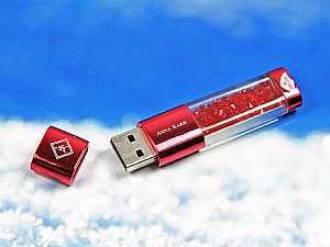 Transparenter USB-Stick mit Gehäuse aus Metall und Füllung