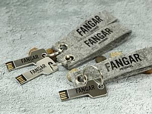 Filz Schlüsselanhänger mit USB Schlüssel Saola