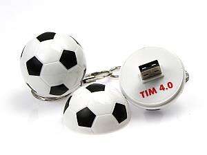 USB-Stick in einem Kunststoff-Fußball