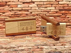USB Stick aufklappbar aus Holz mit Logo