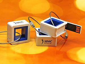 USB-Stick Mini Cubic. Kleiner USB Würfel. Cubes mit buntem Innenleben
